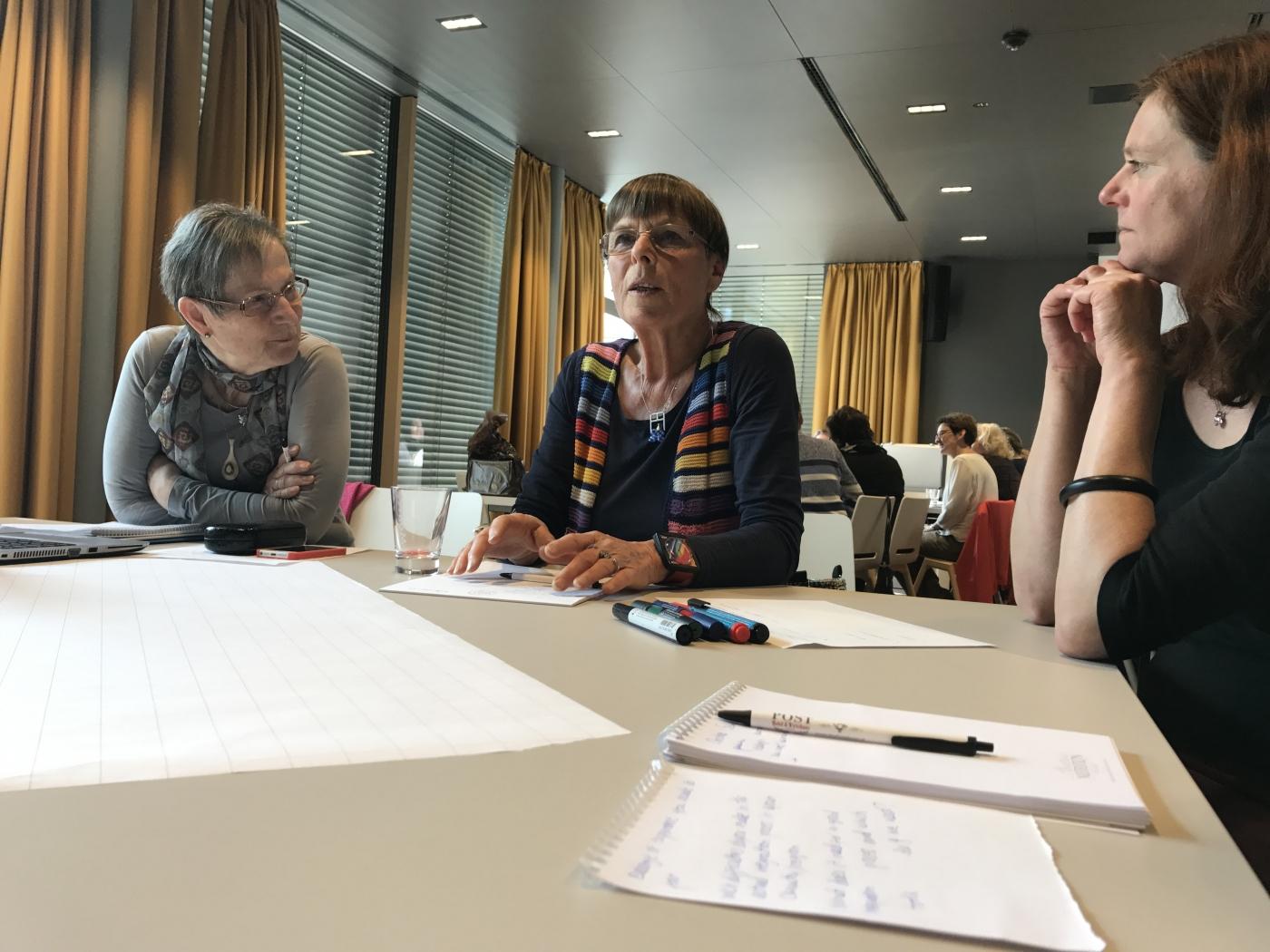 Dorle Schmidt diskutiert bei dem Workshop zu ehrenamtlichen Intgrationsprojekten