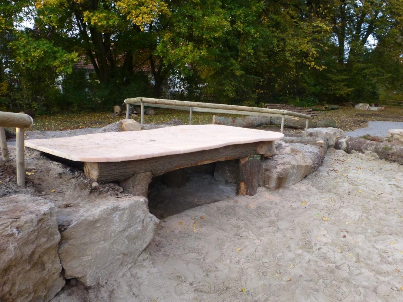 Baueinsatz am 29. Nov.: Die Hangbude hat ein Dach bekommen ...