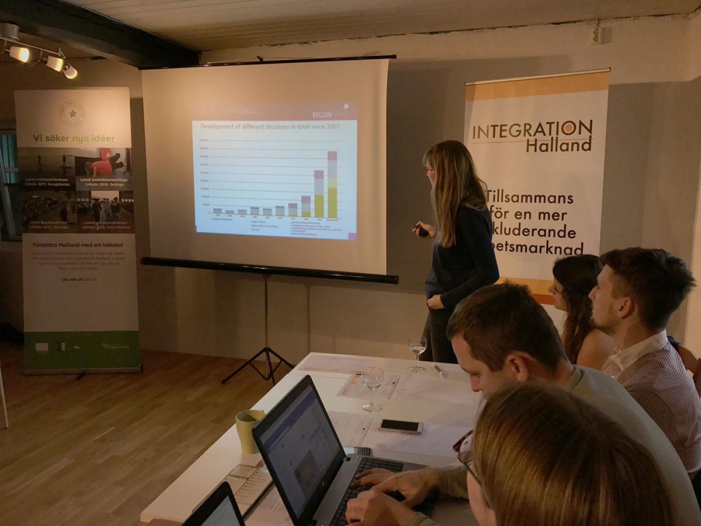 Regionalmanegerin Hannah Kath präsentiert die Situation im Hochsauerland